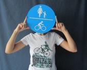 Родина-мать пересела на велосипед